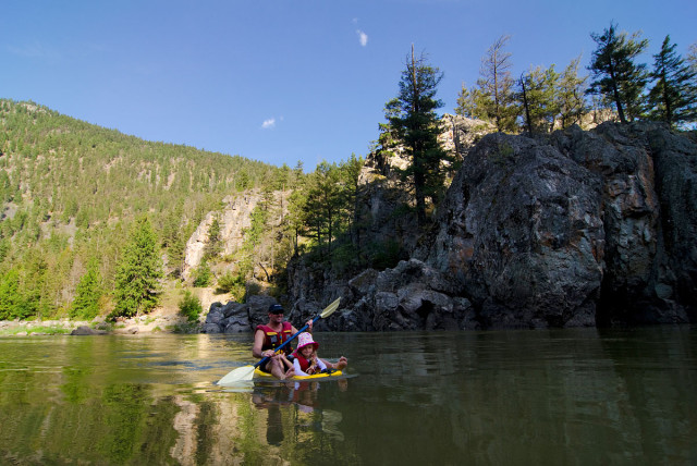 relax by paddling or floating the Similkameen River